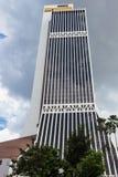 Höga moderna byggnader i mitten av Kuala Lumpur Royaltyfri Fotografi