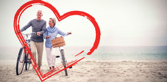 Höga par med deras cyklar Fotografering för Bildbyråer