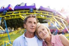 Höga par på den roliga mässan Fotografering för Bildbyråer