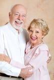 Höga par som att gifta sig lyckligt royaltyfri fotografi