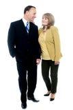 Höga par som tillsammans poserar Royaltyfri Fotografi