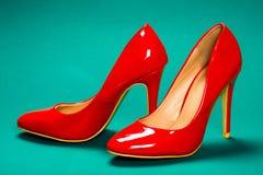 höga röda skor för häl Fotografering för Bildbyråer