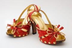 höga röda skor för häl Arkivbild