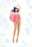 2 höga santa för flickahälhjälpreda snowflakes arkivfoton