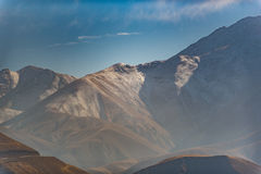 Höga steniga kullar i Iran Royaltyfri Fotografi