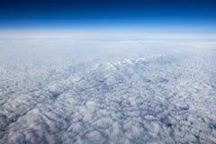 Höga upplösningsbilder av clounds och blå himmel arkivbilder
