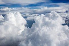 Höga upplösningsbilder av clounds och blå himmel arkivfoton