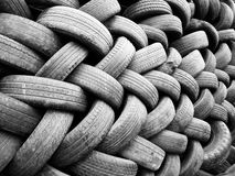 Högar av använda automatiska gummihjul Royaltyfria Foton