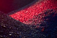 Högar av kol i röda ljuset royaltyfri foto