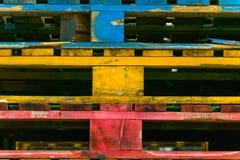 Högar av kulöra träpaletter Fotografering för Bildbyråer