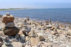 Högar av Rocks på stranden 1 arkivbild