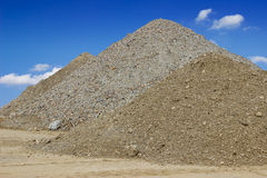 Högar av sand för byggnadskonstruktion Royaltyfri Bild