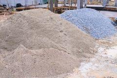 Högar sandpapprar och grus Arkivbild