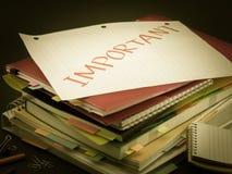 Högen av affärsdokument; Viktigt arkivfoto
