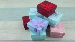 Högen av gåvan boxas stock video