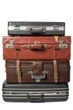Högen av gammal tappning hänger lös resväskor Arkivfoton