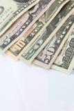 Högen av olika för dollarpengar för USA amerikanska räkningar fördelade som fansor Arkivfoto