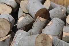 Högen av trä loggar Arkivfoto