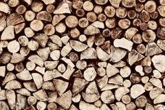 Högen av trä loggar bakgrund, modell Arkivfoton