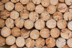 Högen av trä loggar bakgrunder, träbakgrunder Fotografering för Bildbyråer