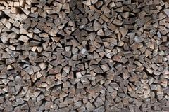 Högen av trä loggar Wood texturbakgrund eller modell klipp timmer Arkivfoto