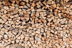 Högen av trä loggar Wood texturbakgrund eller modell klipp timmer Arkivbilder
