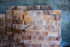 Högen av vaggar salta tegelplattor arkivbild