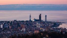 Höger panna för solnedgångtimelapseBatumi cityscape lager videofilmer