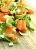 högg av nya grönsaker arkivbild