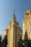 Höghus av Moskvauniversitetet royaltyfri foto
