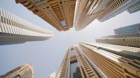 Höghusskyskrapor av Dubai Skjuta i rörelse och rotation lager videofilmer