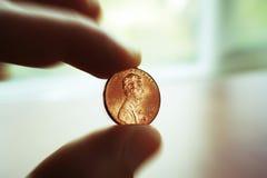 Högkvalitativa Penny In Hand Close Up Royaltyfri Bild