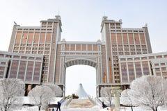 Högkvarter av olja företaget KazMunaiGaz i Astana Arkivbild