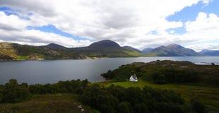 höglandliggandepanorama scotland Arkivfoton