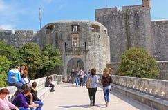 Högporten i Dubrovnik är den gamla stenporten av århundradet XVI Fotografering för Bildbyråer