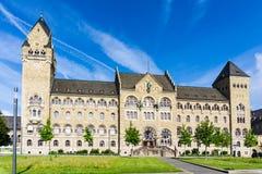 Högre regional domstol av Koblenz på den blåa himlen royaltyfri foto