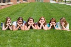 högskolaflickagrupp Royaltyfria Bilder