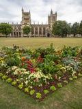 Högskolagräsplan och domkyrka i Bristol Royaltyfri Foto