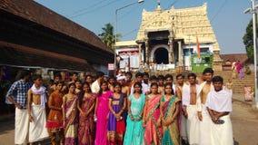 Högskolestudenter på templet Arkivfoto