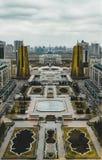 Högstämd panorama- stadssikt över Astana i Kasakhstan med guld- torn aka ölburkarna och den presidents- byggande Aken Fotografering för Bildbyråer