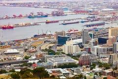 Högstämd sikt av den Cape Town hamnen royaltyfria foton