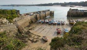 Högstämd sikt av den Newquay hamnen norr Cornwall England UK Arkivbilder