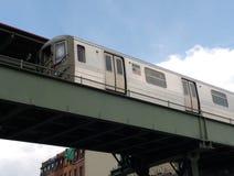 Högstämt gångtunneldrev, s-linje, anslutning, Brooklyn, NY, USA Royaltyfria Foton