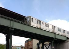 Högstämt gångtunneldrev, s-linje, anslutning, Brooklyn, NY, USA Arkivbild