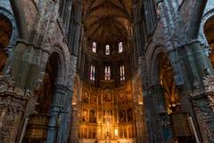Högt altare av den gotiska domkyrkan av Avila Arkivfoton