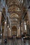 Högt altare inom basilikan av Santa Anastasia In Verona royaltyfri foto