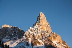 högt berg Arkivfoton