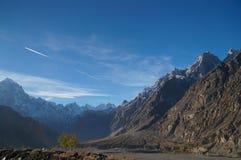 Högt berg nära Sost, nordliga Pakistan Arkivbilder