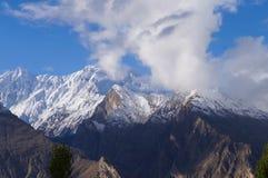 Högt berg på den Hunza dalen, nordliga Pakistan Arkivbild