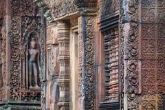 Högt detaljerad monument i Banteay Srei nära Angkor Wat i Cambodja arkivbilder
